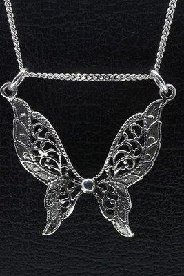 Zilveren Vlinder bewerkt ketting hanger