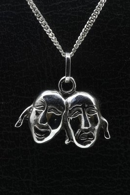 Zilveren Carnaval maskers middel ketting hanger