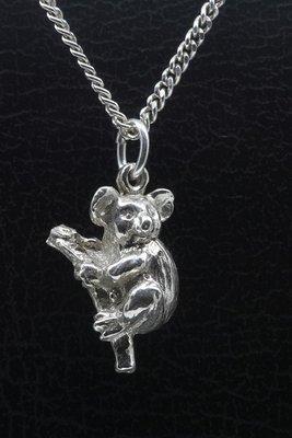 Zilveren Koala beer op tak ketting hanger