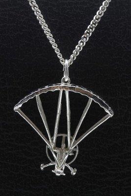Zilveren Parasailer - Hangglider met motor ketting hanger