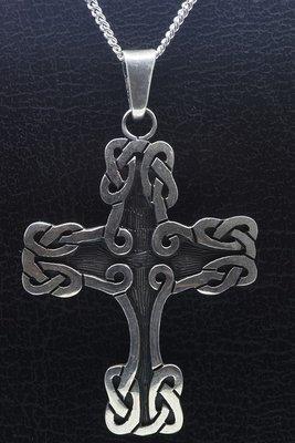 Zilveren Keltisch kruis met knoop ketting hanger
