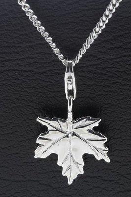 Zilveren Esdoorn blad hanger en bedel