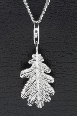 Zilveren Eiken blad hanger en bedel