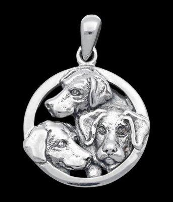 Zilveren Labrador retriever in ring kettinghanger